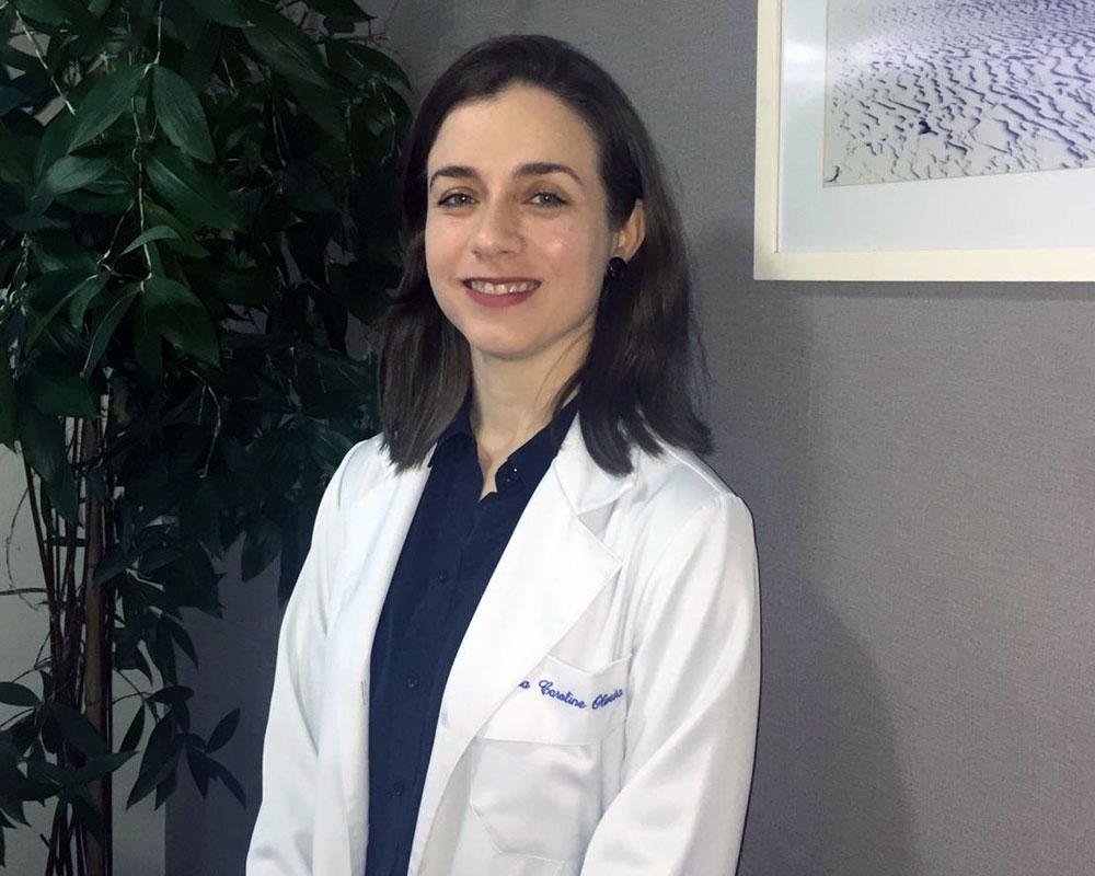 Dra. Caroline Oliveira no consultório